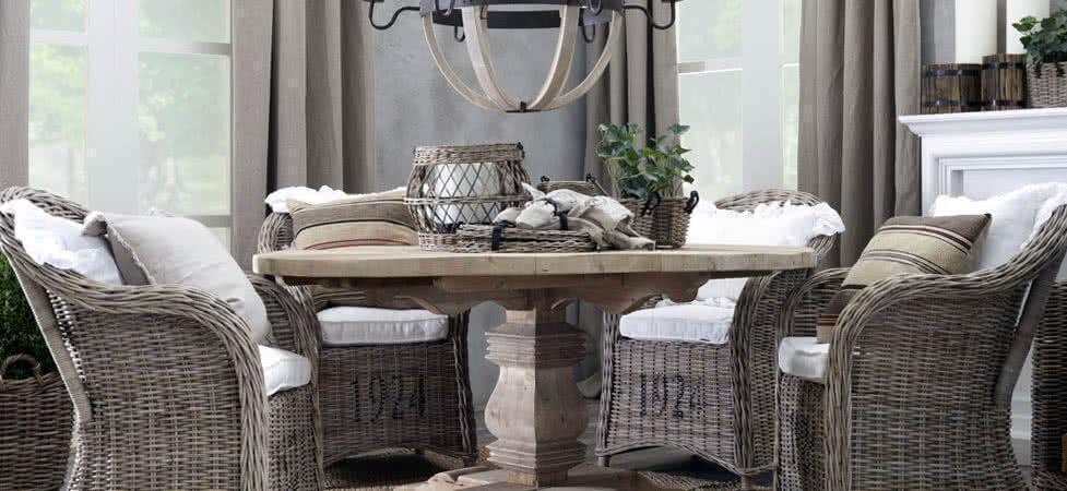 Плетеное кресло из ратанга с мягким сидением